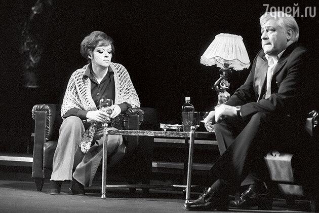 Алиса Фрейндлих и Игорь Владимиров в спектакле «Интервью в Буэнос-Айресе»