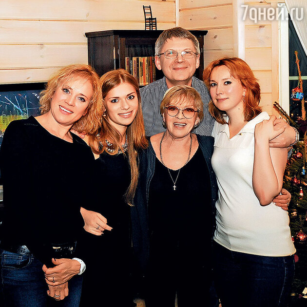 Варвара Владимирова с дочерью Анной, Алиса Фрейндлих и Иван Шарко с женой Марией