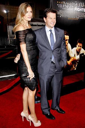 Марк Уолберг с женой Рией