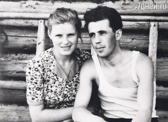Родители — Зоя Васильевна и Октябрь Иванович
