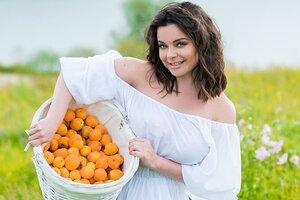 Наташа Королева спела о своей «абрикосовой» любви