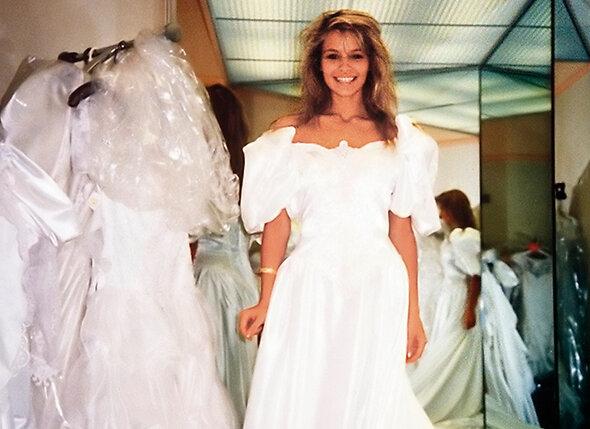 Памела так естественно позировала в платье невесты, но что такое любить мужчину по-настоящему, ей самой долго было неведомо