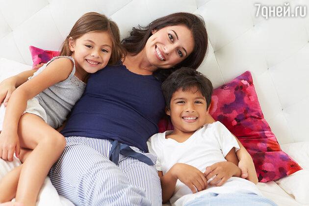 B Сербии мамам приходится в свой праздник… просыпаться связанными и откупаться от детей подарками, заранее спрятанными под подушкой