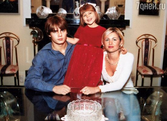 Род Боярских продолжил сын Сергей. С женой Екатериной и дочкой Катей