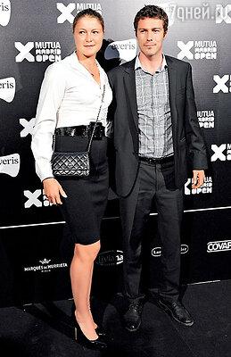 Динаре с Маратом принадлежит уникальный рекорд — они единственные вистории тенниса брат и сестра, ставшие первыми ракетками мира