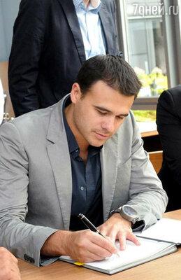 Эмин Агаларов подписал пятилетний контракт с одним из крупнейших звукозаписывающих  лейблов Европы — «EMIMusicGermany»