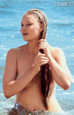 Сцена купания в фильме «Благословите женщину» — само целомудрие. Но Володе она все равно неприятна