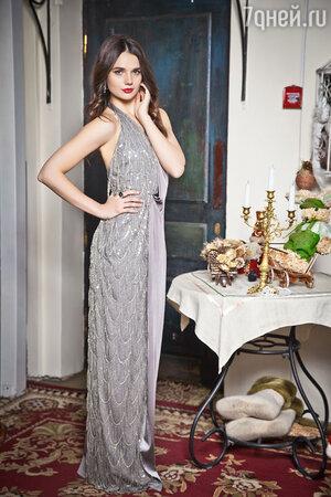 На Татьяне: платье IZETA, кольцо и серьги Eva Naumova Jewelry