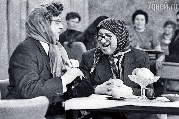 Вадим Тонков (Вероника Маврикиевна) и мой первый муж Борис Владимиров (Авдотья Никитична) на «Голубом огоньке», 1975 год
