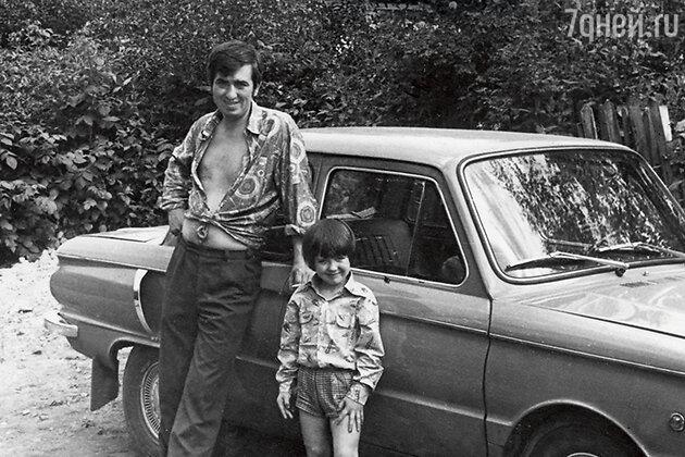 Денис Матросов с папой Владимиром Ивановичем. 1970-е гг.