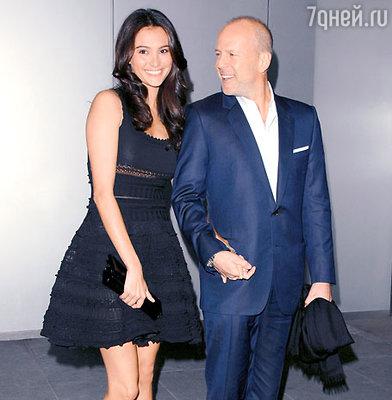 Брюс Уиллис с женой Эммой