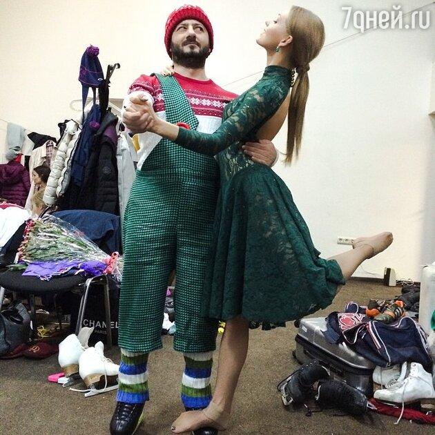 Михаил Галустян и Кристина Асмус за кулисами шоу «Ледниковый период»