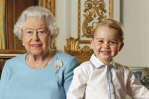 Появился новый портрет принца Джорджа с королевой Елизаветой