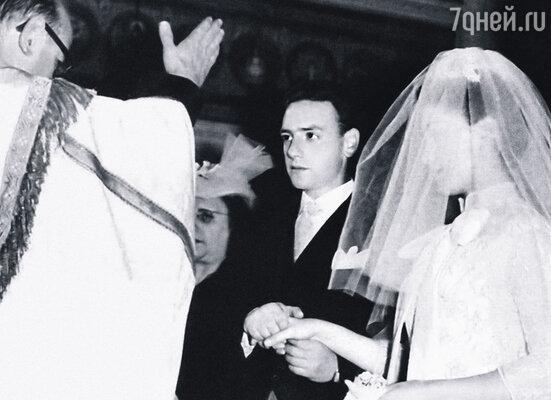 Первым мужем Лолиты стал Родольфо Сантьяго Бурастеро, великолепный танцор, роман с которым у Торрес завязался сразу после знакомства