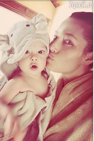 Джессика Бил с сыном Сайласом