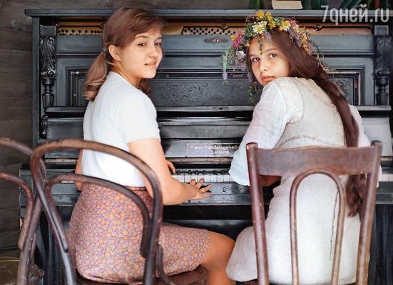 Впервые с Таней Друбич мы встретились на съемочной площадке «Ста дней после детства». Мне — 14 лет, Друбич — 15. Я — блондинка, Таня — брюнетка, я — совсем еще ребенок, она — уже почти девушка
