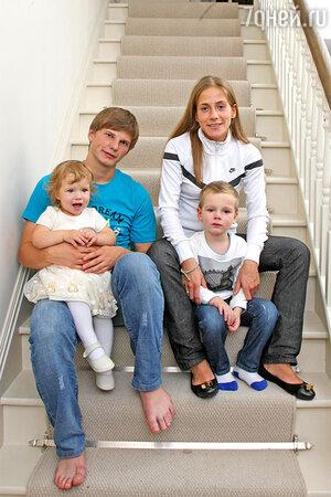 Андрей Аршавин и Юлия Барановская с детьми Артемом и Яной