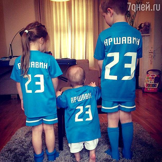 Дети Юлии Барановской и Андрея Аршавина в  футбольной форме