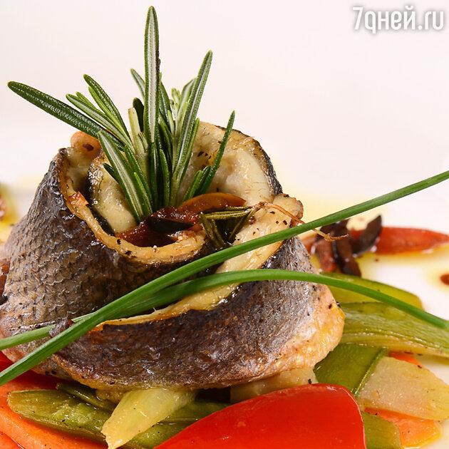Морской окунь по-ливорнски: рецепт от шеф-повара Мишелья Ломбарди