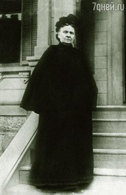 Хетти Грин постоянно была одета в заношенное черное платье и черный чепец. Этот траур неизвестно по кому она носила постоянно