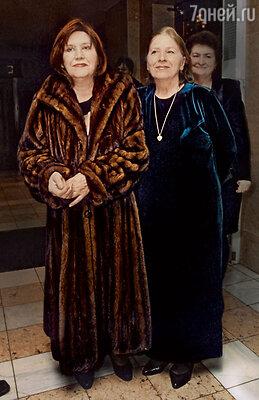 С сестрой Натальей Катаевой. 2002 г.