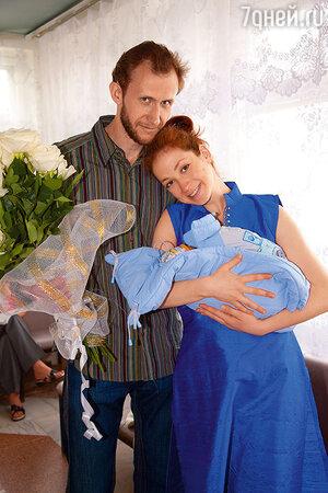 Анна Большова и Александр Макаренко с сыном Даниилом