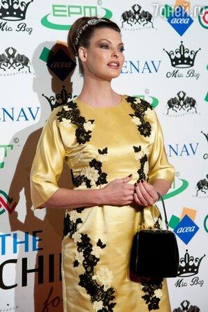 Линда Евангелиста в Dolce&Gabbana