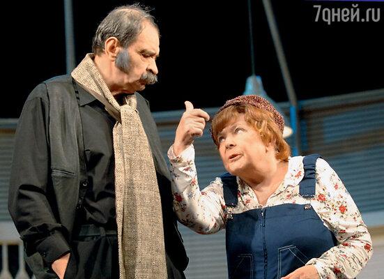 Со своим учеником Ильей Олейниковым в спектакле «Идеальное убийство». 2009 г.