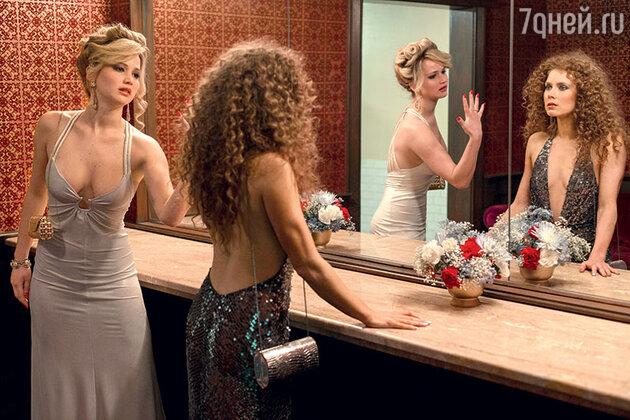 Эми Адамс с Дженнифер Лоуренс вфильме «Афера по-американски». 2013 г.