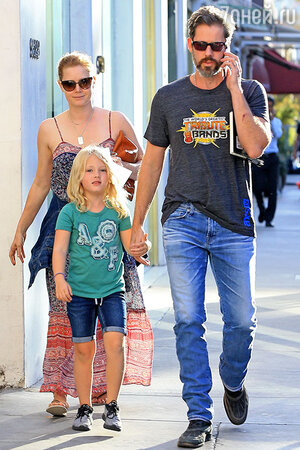 Эми Адамс с мужем и дочкой Авианой. Беверли-Хиллз, октябрь 2016 г.