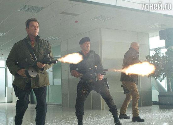 Кадр из фильма «Неудержимые-2»