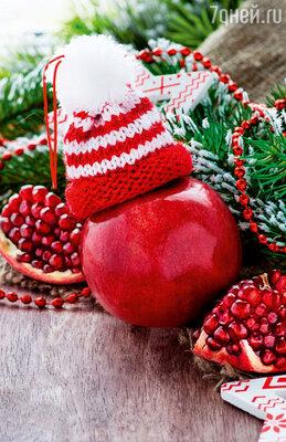 Гранатовые зернышки можно добавлять в салаты, да и сами плоды, декорированные еловыми веточками, смотрятся на столе эффектно и празднично