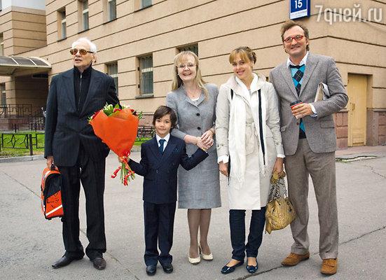Владимир Наумов с женой Натальей Белохвостиковой, сыном Кириллом, дочерью Натальей и ее мужем Алексом