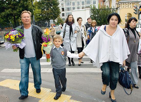 Сергей Шакуров с сыном Маратом и женой Екатериной