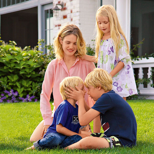 Наталья Водянова со своими детьми Виктором, Лукасом и Невой