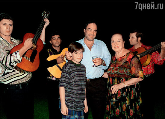 С сыном Шоном на дне рождения своей матери Жаклин Годде Стоун