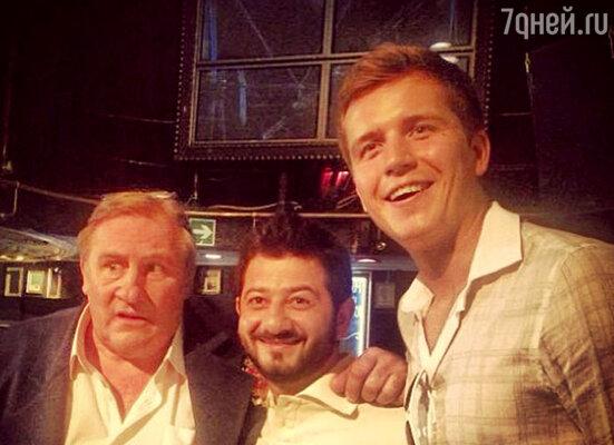Жерар Депардье, Михаил Галустян и Денис Косяков на съемках телесериала «Зайцев+1»