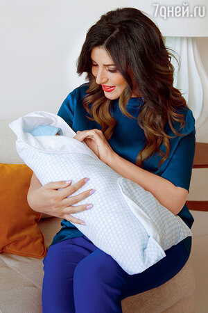 Жасмин с новорожденным сыном