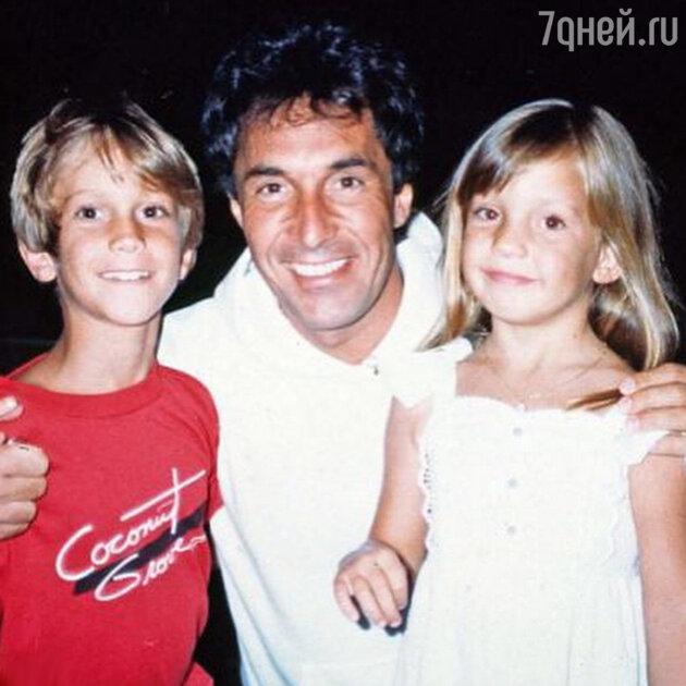 Кейт Хадсон с братом Оливером Хадсоном и отцом Биллом Хадсоном