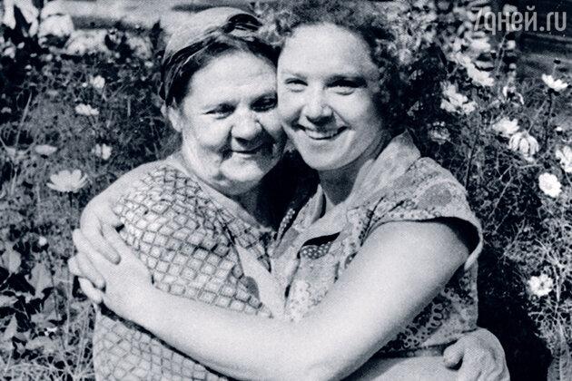 Руфина Нифонтова с мамой Дарьей Семеновной