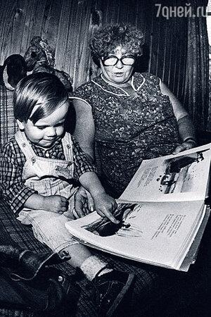 Руфина Нифонтова с внуком