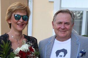 Юрий Стоянов отдохнул с женой на побережье Азовского моря