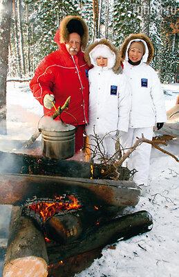 Леонид Якубович с дочерью Варварой и супругой Мариной. Озеро Светлое, Ханты-Мансийский автономный округ