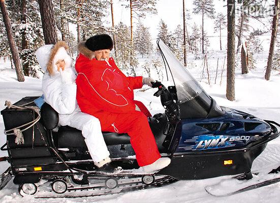 Якубович лично проверил снегоход и только после этого отправил жену и дочь на рыбалку
