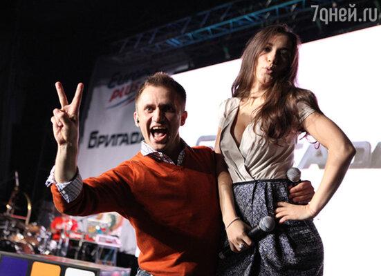 ������ � ������, ����� � ��������� ������ �������� �������� �� ������������� ����� �Gangnam Style� � ��� ������, ���������� ����������� PSY, ������� ������� ��������-������ �� ������ T-Killah. ������ �������������� ������� �� ������ � ������� ���� ���!