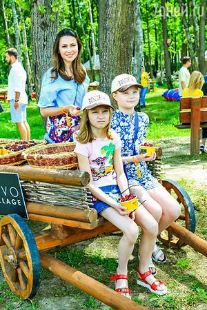 Телеведущая Ольга Ушакова с дочками