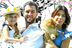 Екатерина Волкова с семьей посадила именную черешню