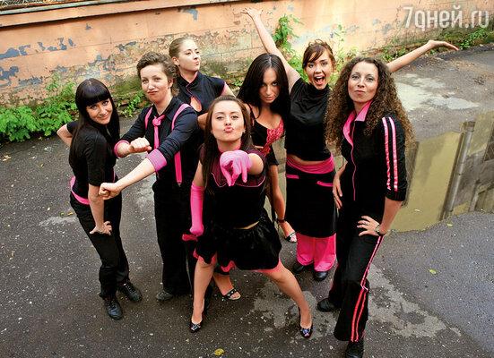 Мы с Машей Кравченко (в центре) играли в женской команде КВН МИСиСа «Свои секреты», ездили на фестивали в Сочи и Юрмалу