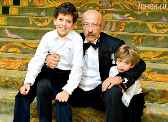 Александр Розенбаум с внуками Дэвидом и Александром