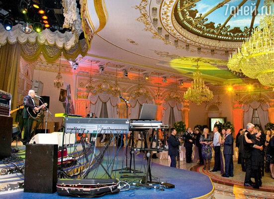 Под легендарный «Вальс-бостон» танцевали все гости